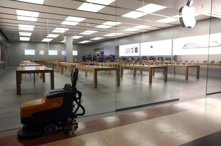Apple will compensate employees for anti-theft searches